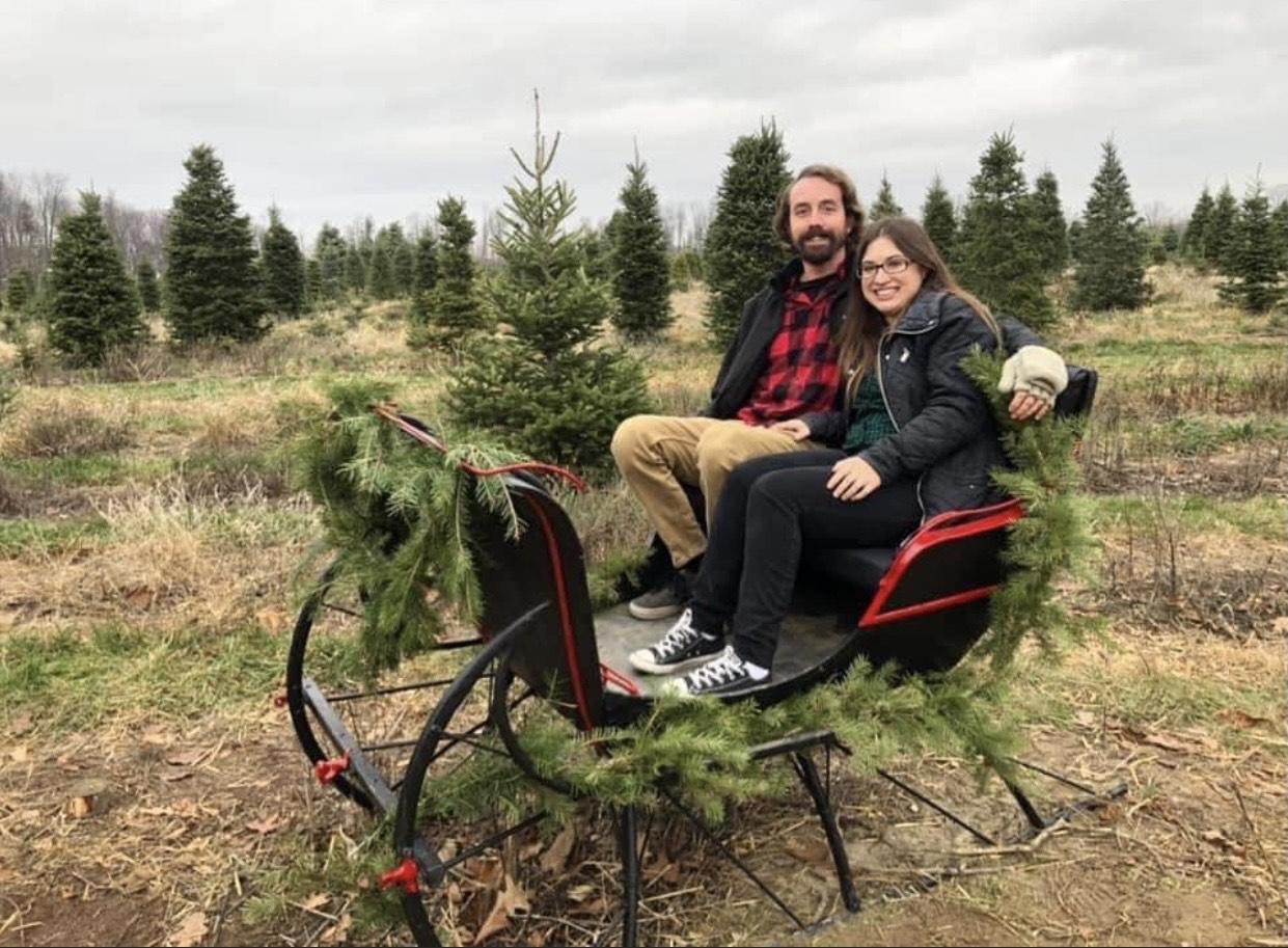 couple-sleigh